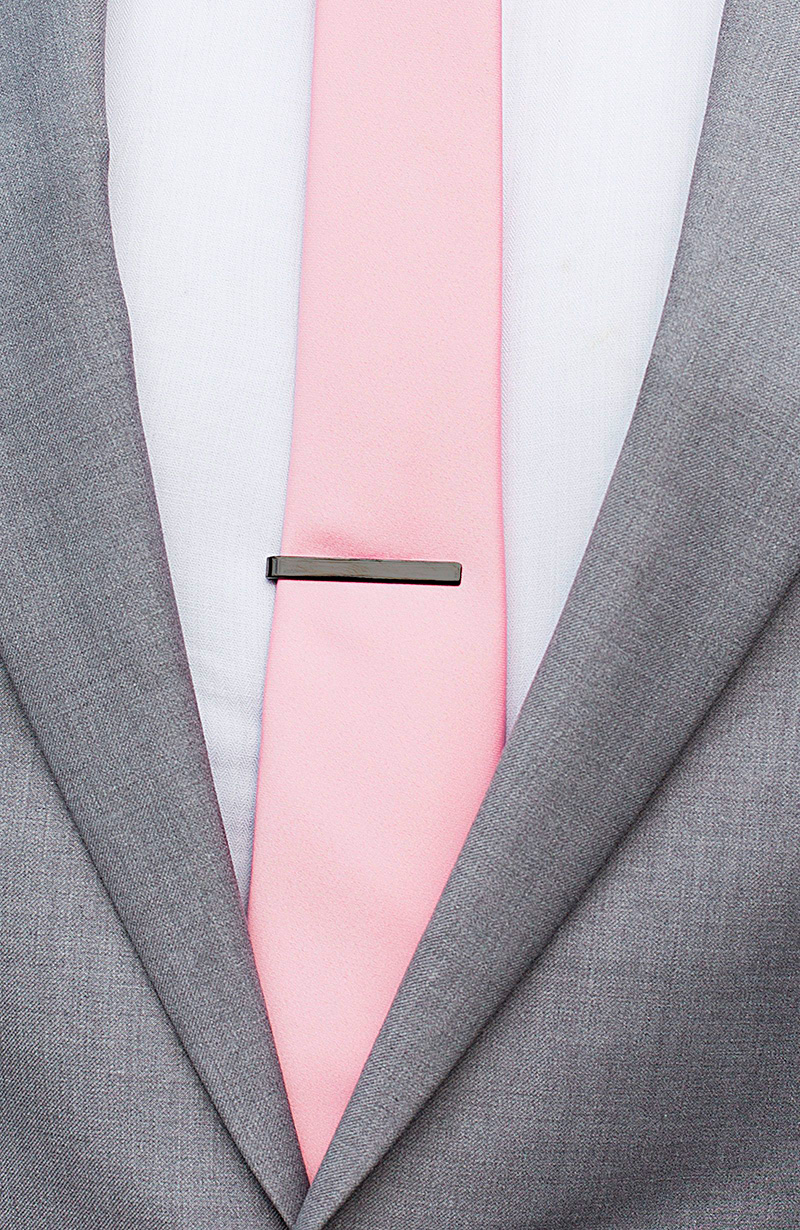 mans-necktie-and-tieclip-1600