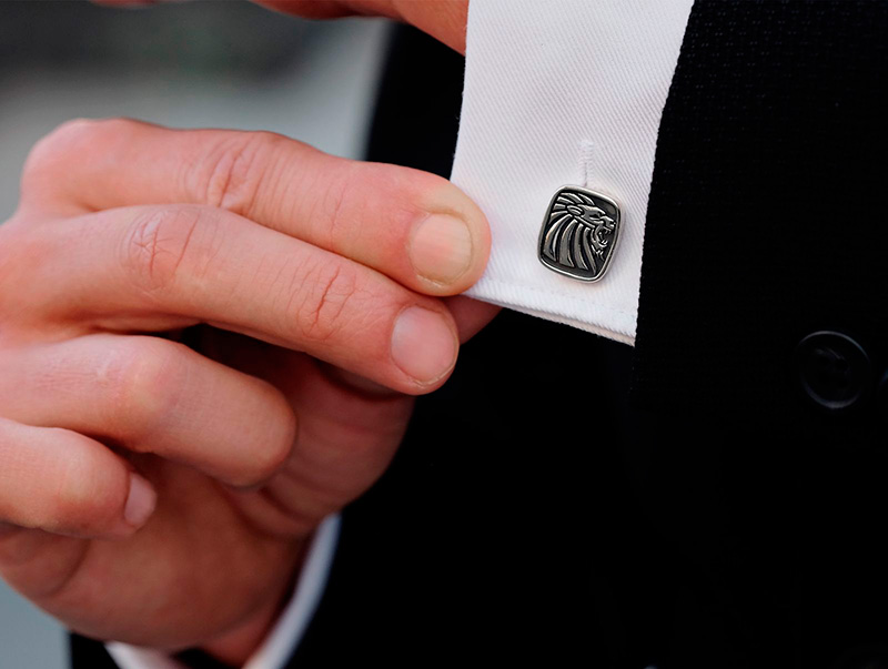 mans-sleeve-with-cufflinks-1600