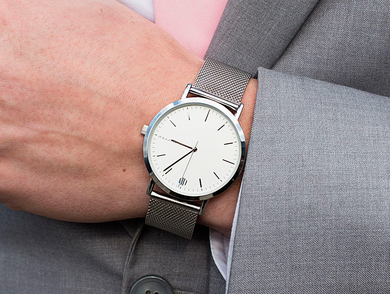 mans-wrist-with-watch-1600