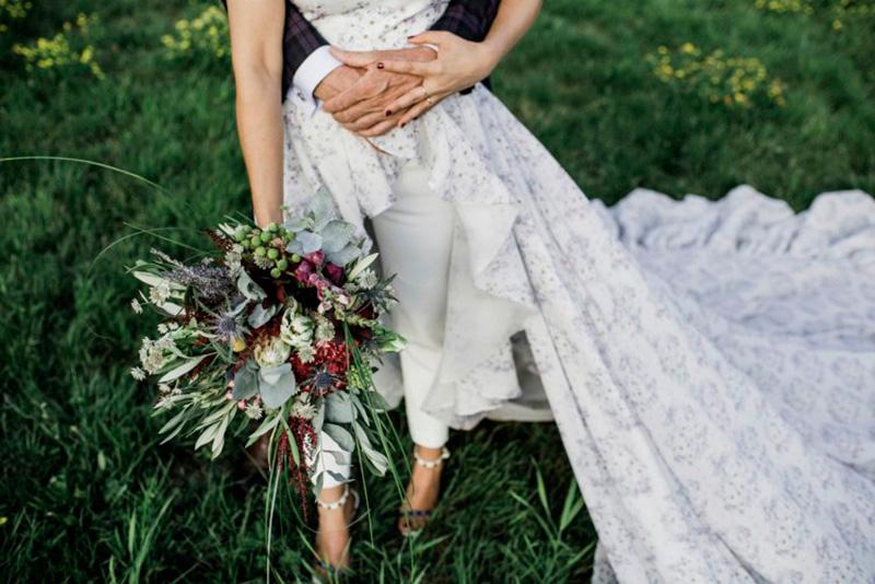 La diseñadora Alicia Rueda el día de su boda con uno de sus diseños. Foto de Fiuza.