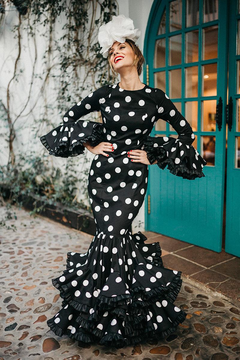 Lunares-la-coleccion-de-trajes-de-flamenca perfecta para la Feria de Abril -de-Johanna-Ortiz-Calderon-por-Rodolfo-Mcartney-Fotos-_by_lucia_cherubina-modelo-Simona