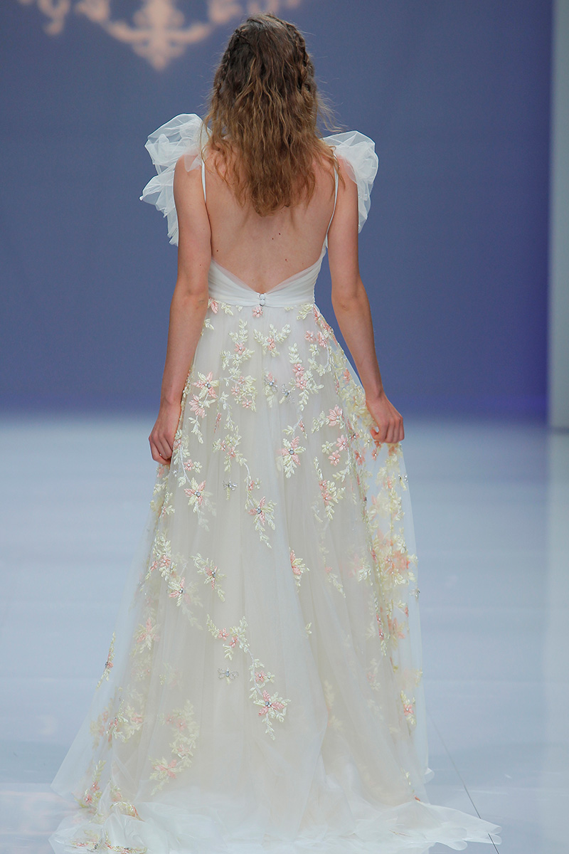 Marco-y-Maria-2019--Barcelona-Bridal-Fashion-Week-por-Rodolfo-Mcartney-Fotos-via-Barcelona-Bridal-Fashion-Week-vestidos-marcomaria_022