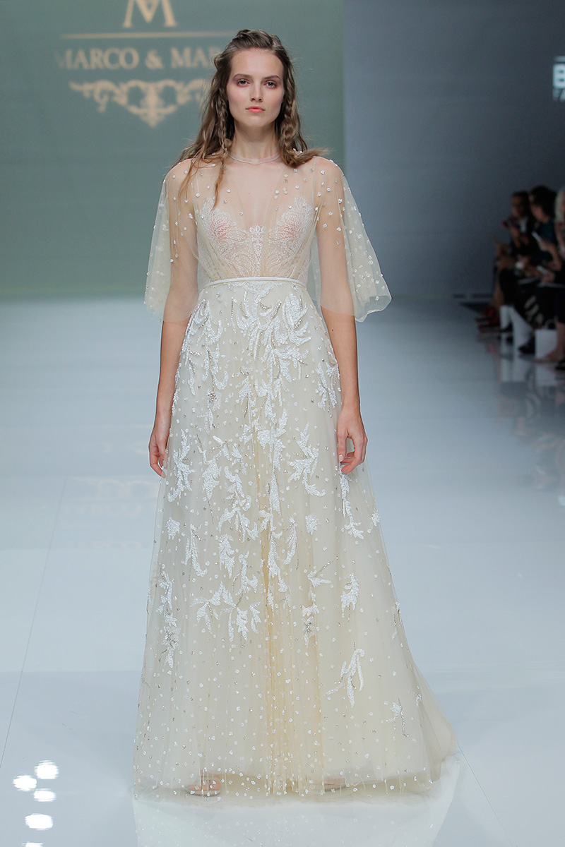 Marco-y-Maria-2019--Barcelona-Bridal-Fashion-Week-por-Rodolfo-Mcartney-Fotos-via-Barcelona-Bridal-Fashion-Week-vestidos-marcomaria_026