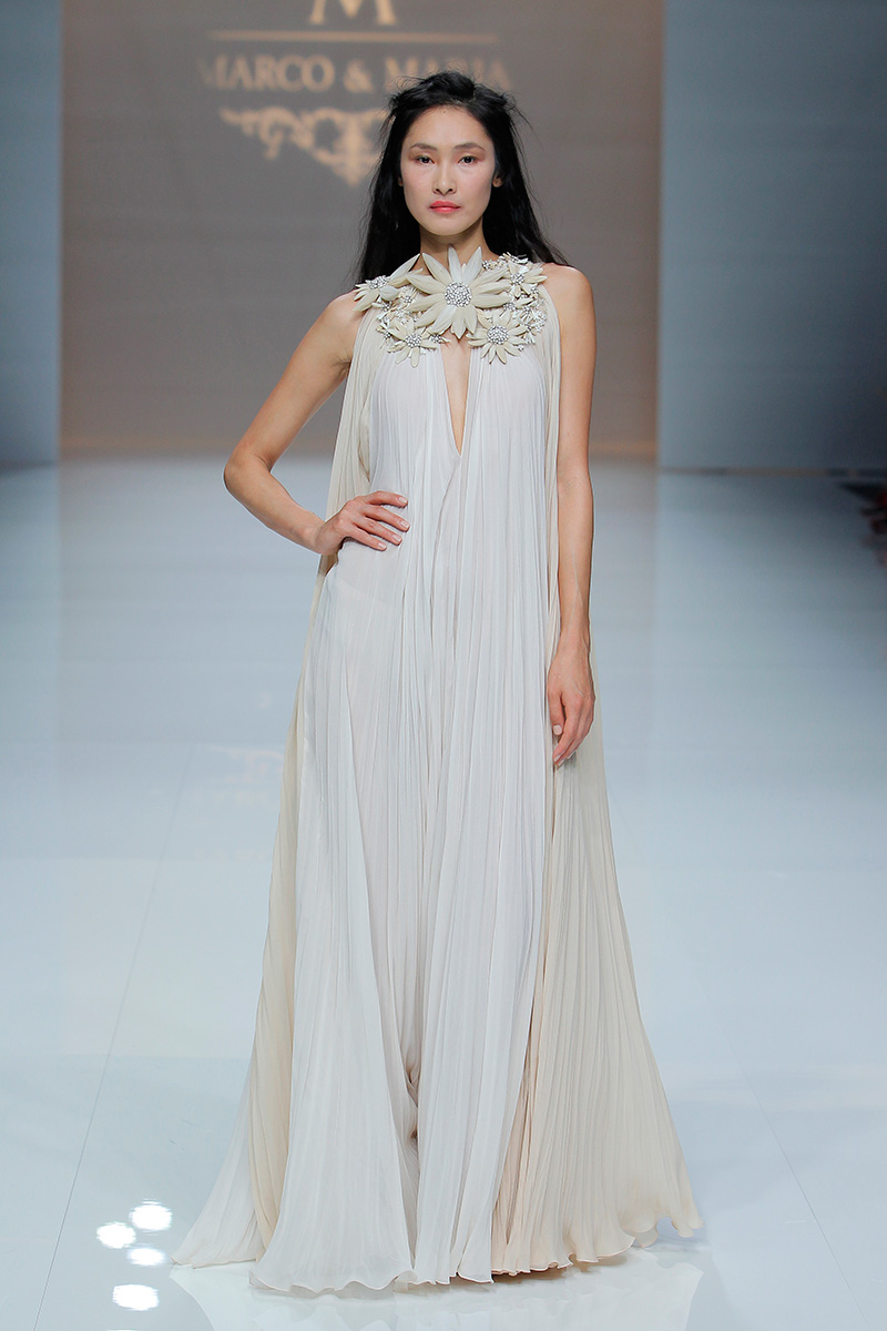 Marco-y-Maria-2019--Barcelona-Bridal-Fashion-Week-por-Rodolfo-Mcartney-Fotos-via-Barcelona-Bridal-Fashion-Week-vestidos-marcomaria_046