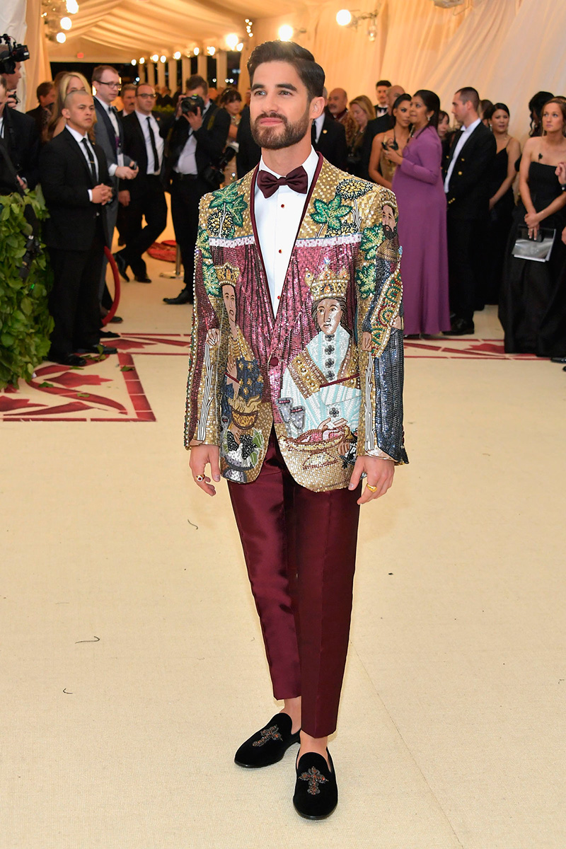 Darren Criss de Dolce and Gabbana/ Getty Images