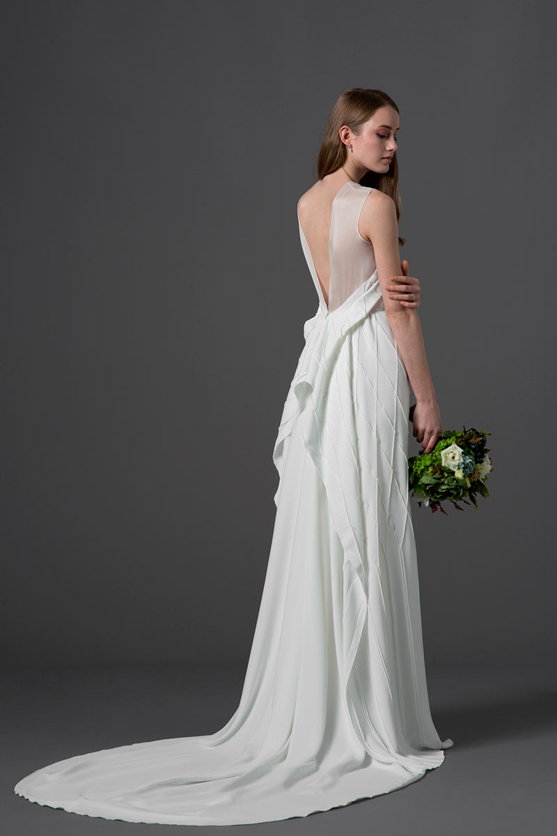 si-quiero-abril-recomendados-del-mes-novedades-novias-vestidos-por-Rodolfo-Mcartney-Vestido-ESCUER-Fotos-de-Arnau-Sole-1